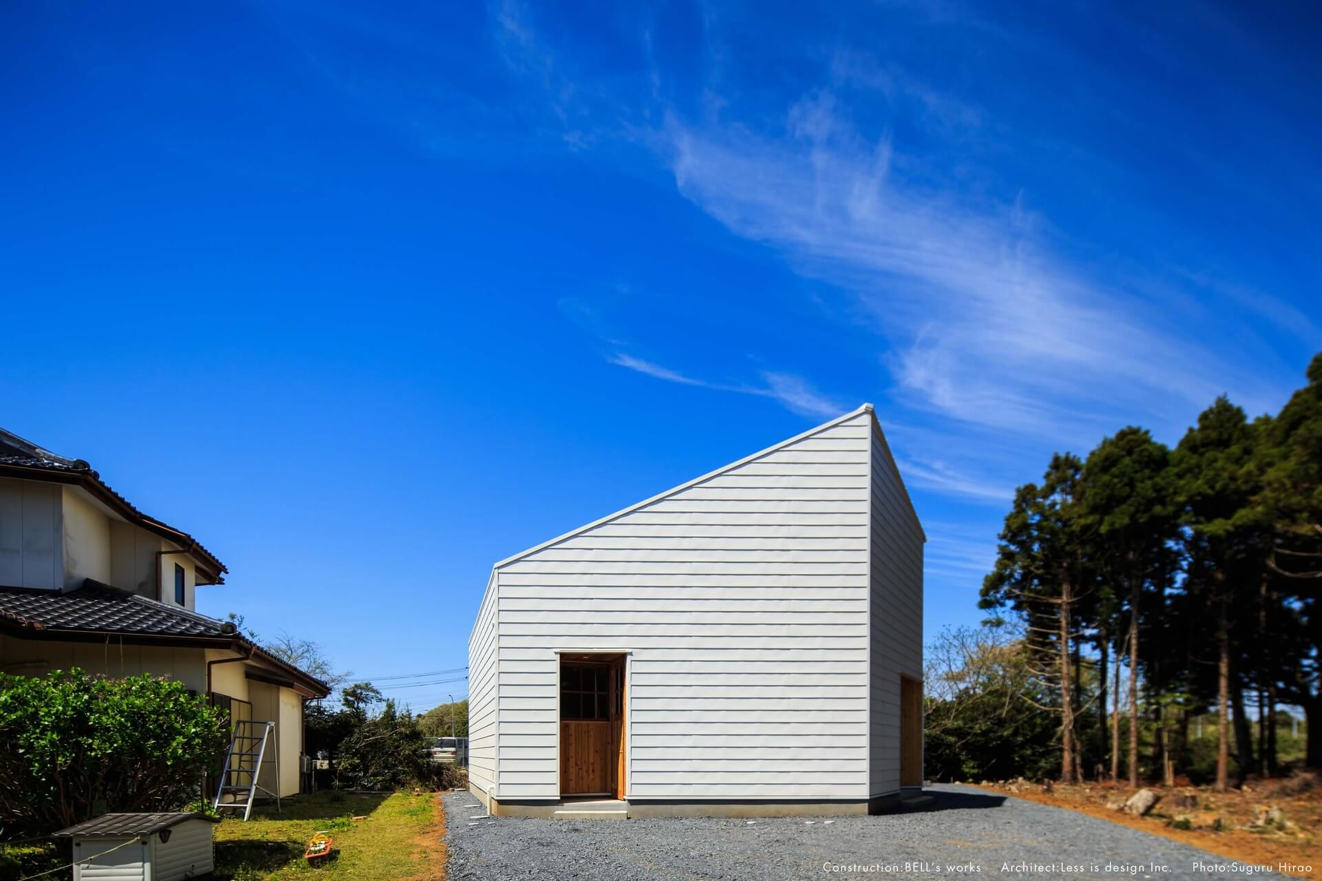 スライドショー用の白い外観の家03